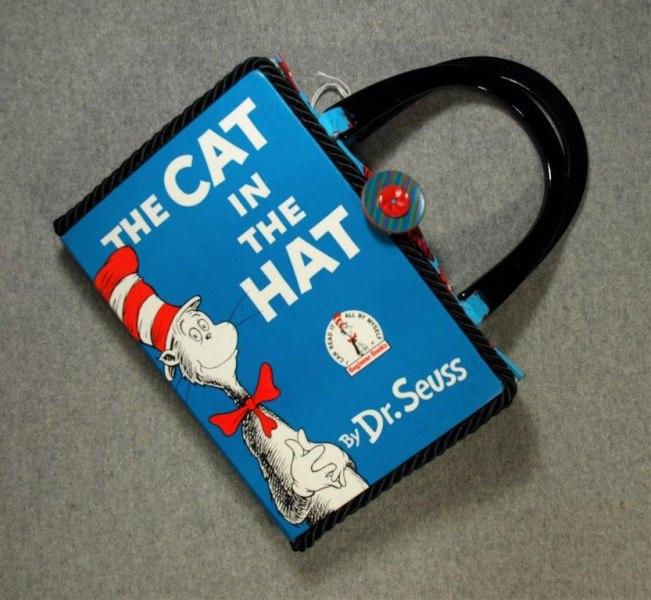 9.2202.19-cat-in-hat-hand