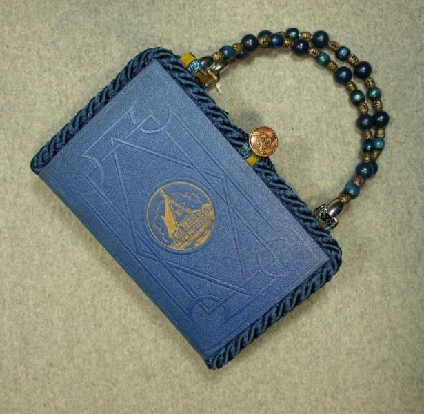BZ14311-little-women-hand-purse-BeeZ