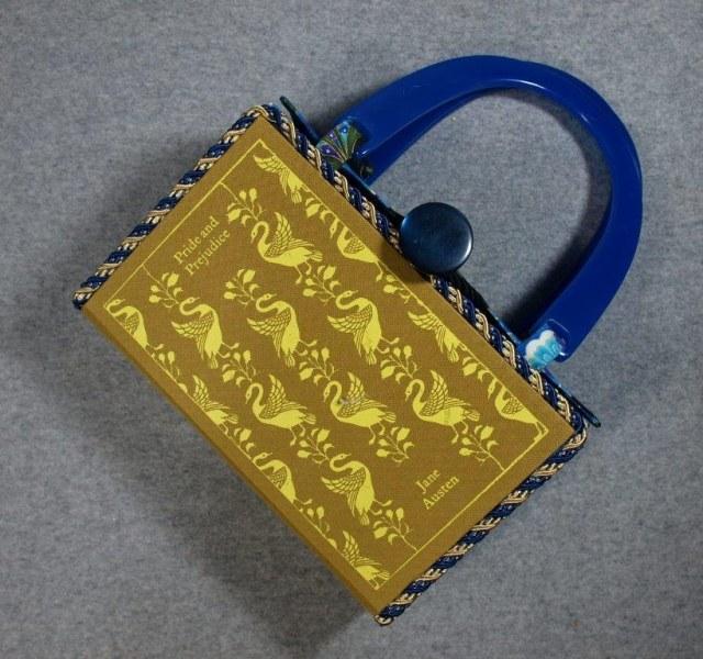 BZ14925-pride-gold-hand-purse-BeeZ