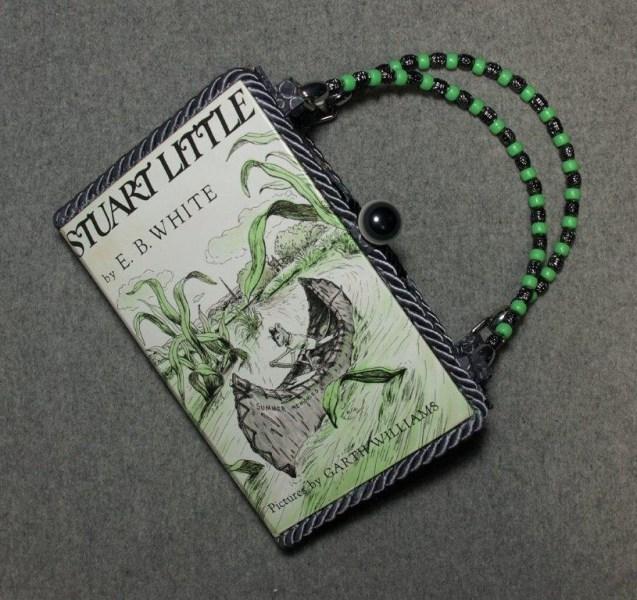 BZ15101-stuart-little-vintage-book-hand-purse-BeeZ