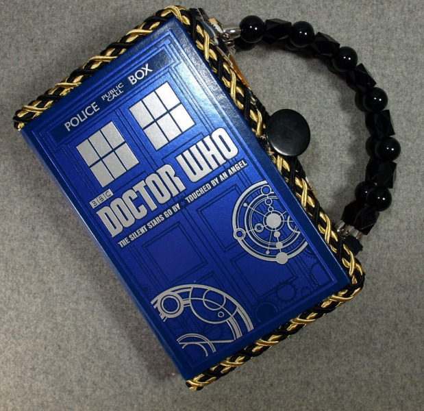 BZ4096-Doctor-Who-Vintage-Book-Leather-Hand-Purse-BeeZ